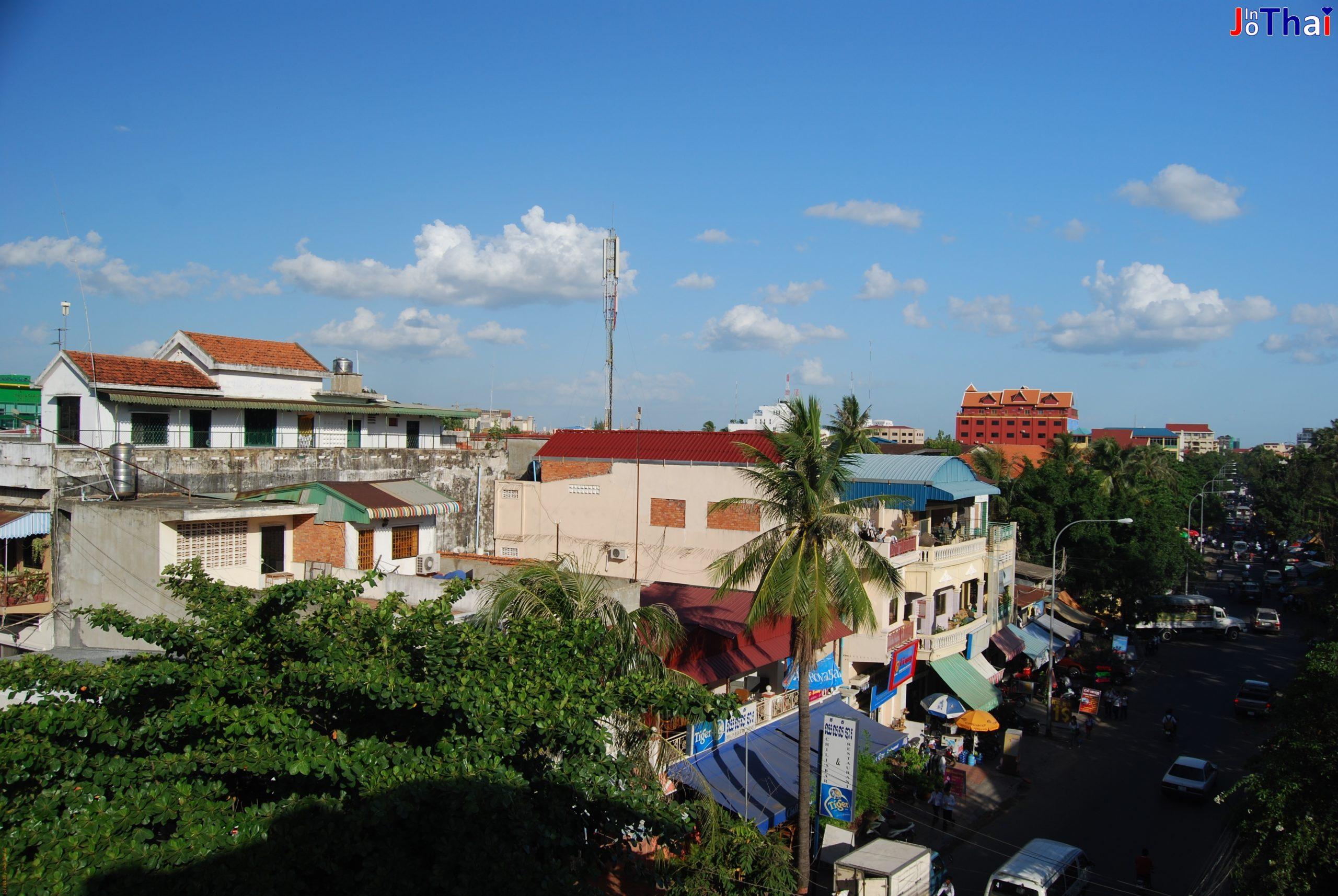 Aussicht von meiner Dachterasse nach rechts - Walkabout Hotel - Phnom Penh - Kambodscha