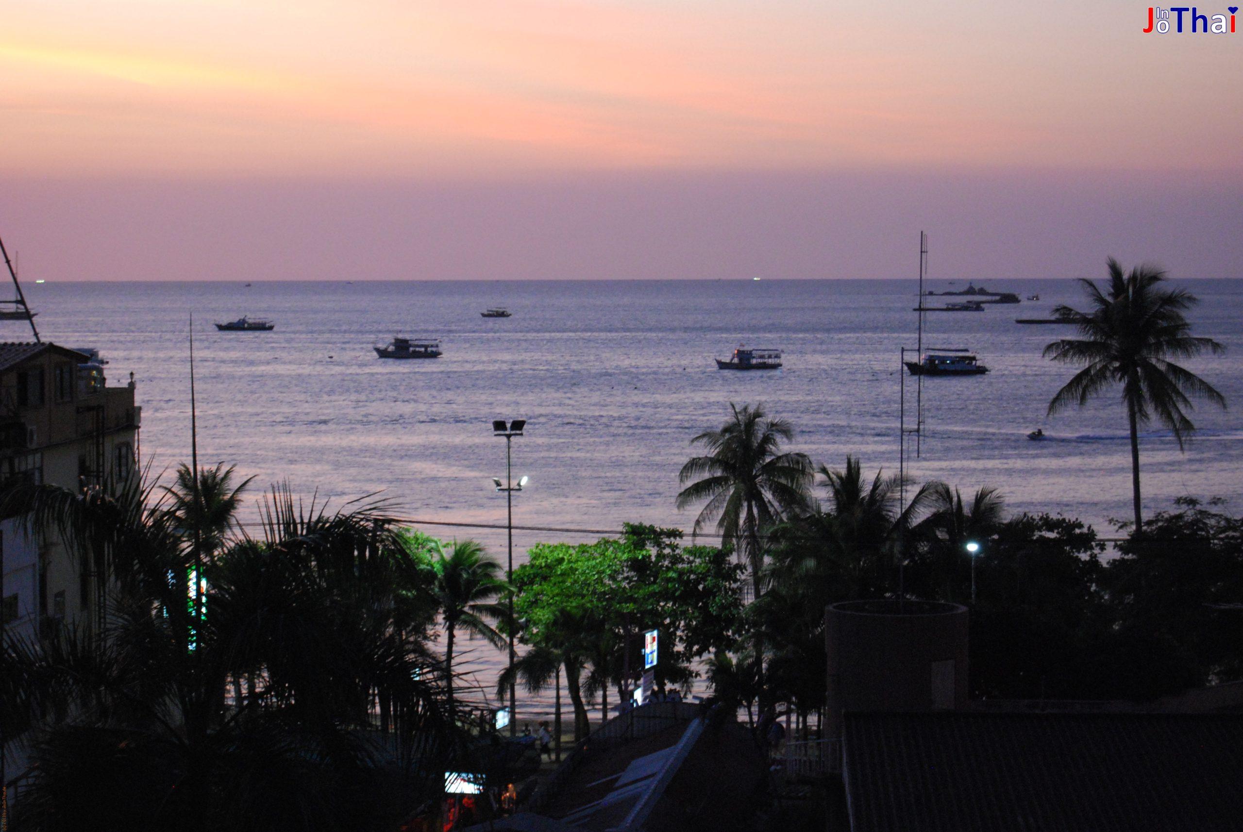 Blick vom Sandy Spring Hotel auf die Bucht von Pattaya, Thailand