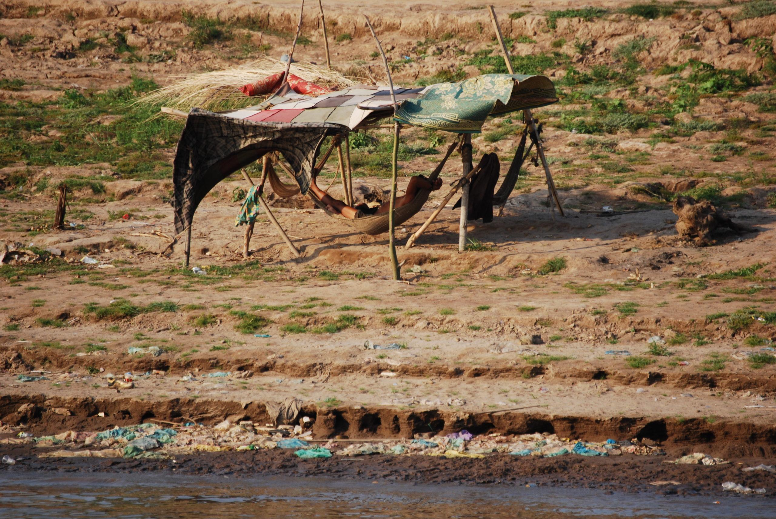 Hängematte im Schatten am Mekong in Phnom Penh