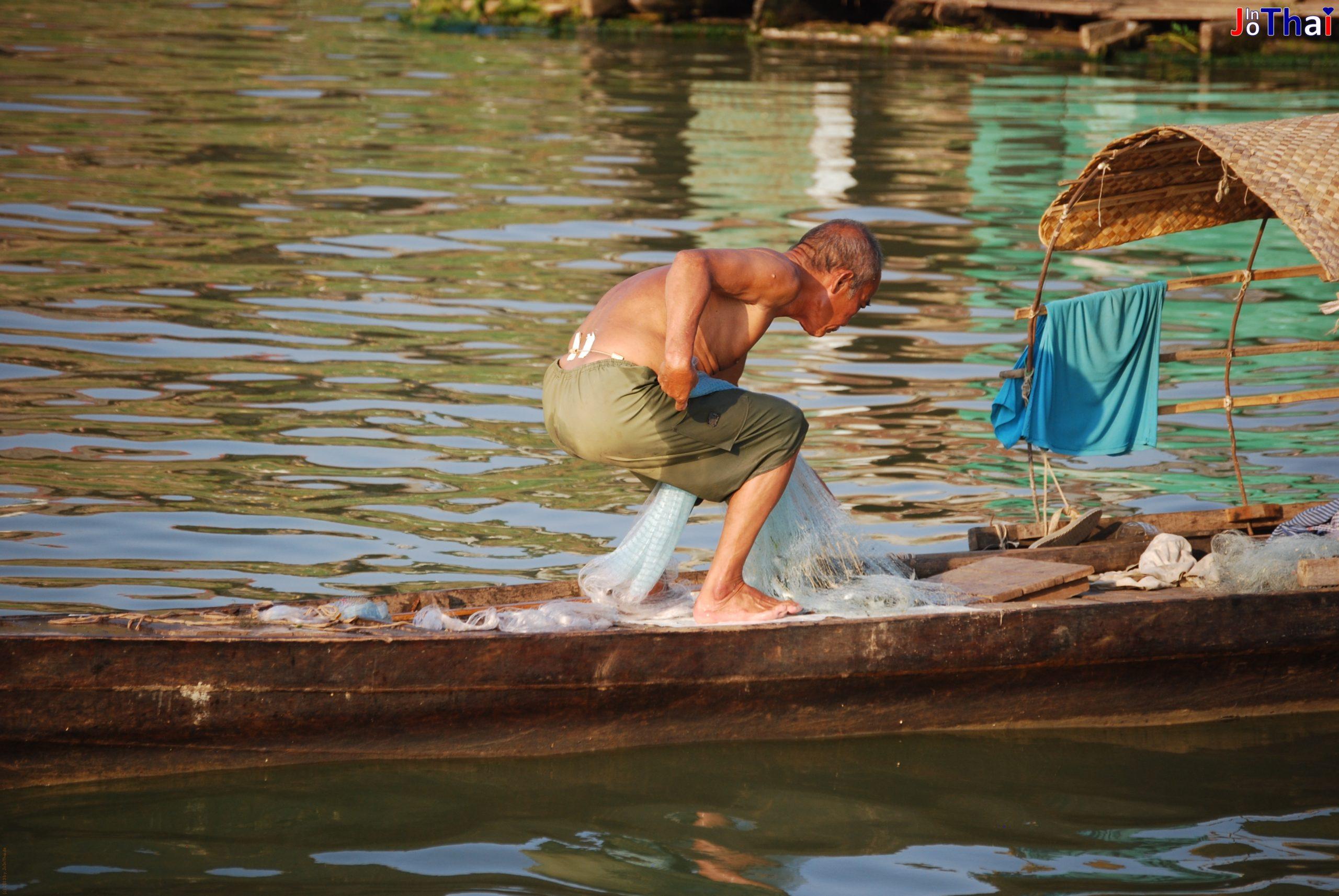 Fischer auf dem Tonle Sap in Phnom Penh - Cambodia
