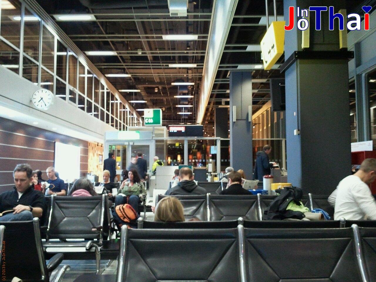Am Abflug-Gate 44 - Düsseldorf - Flughafen