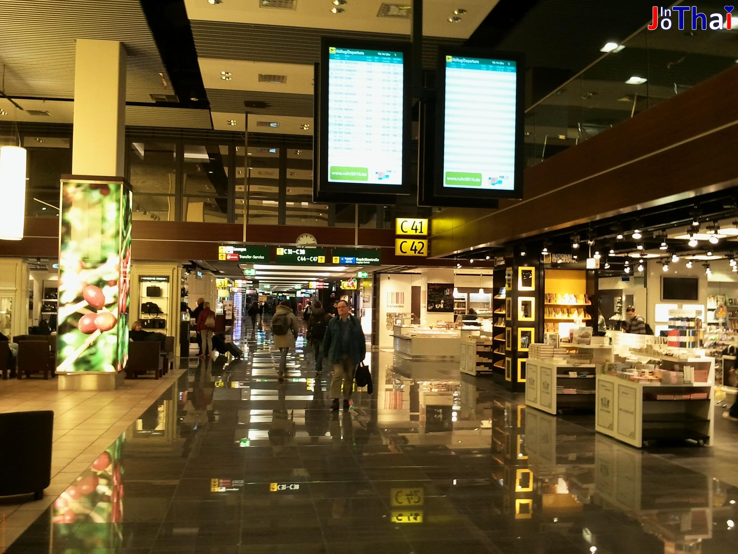 Flughafen Düsseldorf - Duty Free Area - Auf dem Weg zum Gate 44
