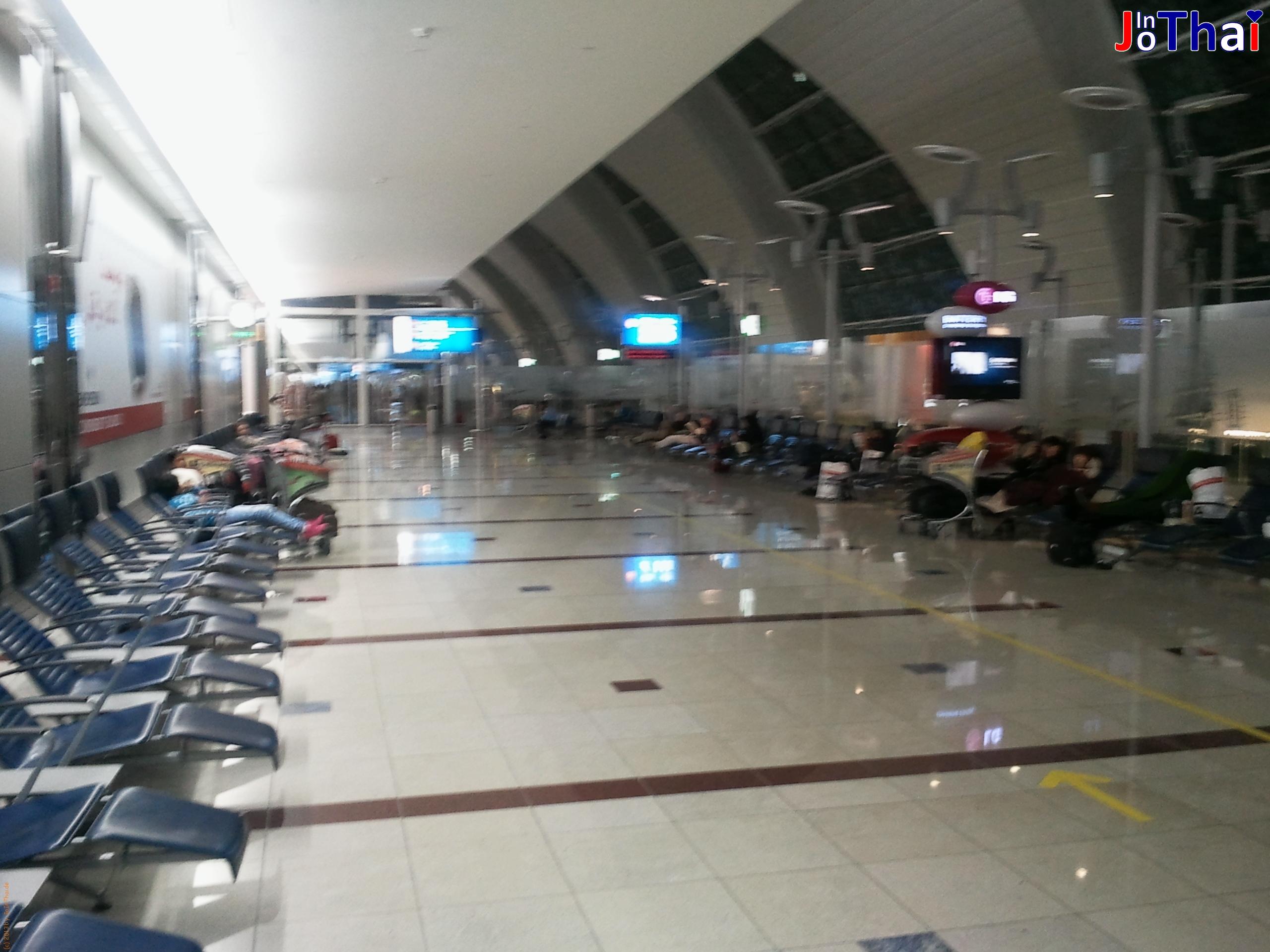Dubai International Airport - Wartebereich am Gate