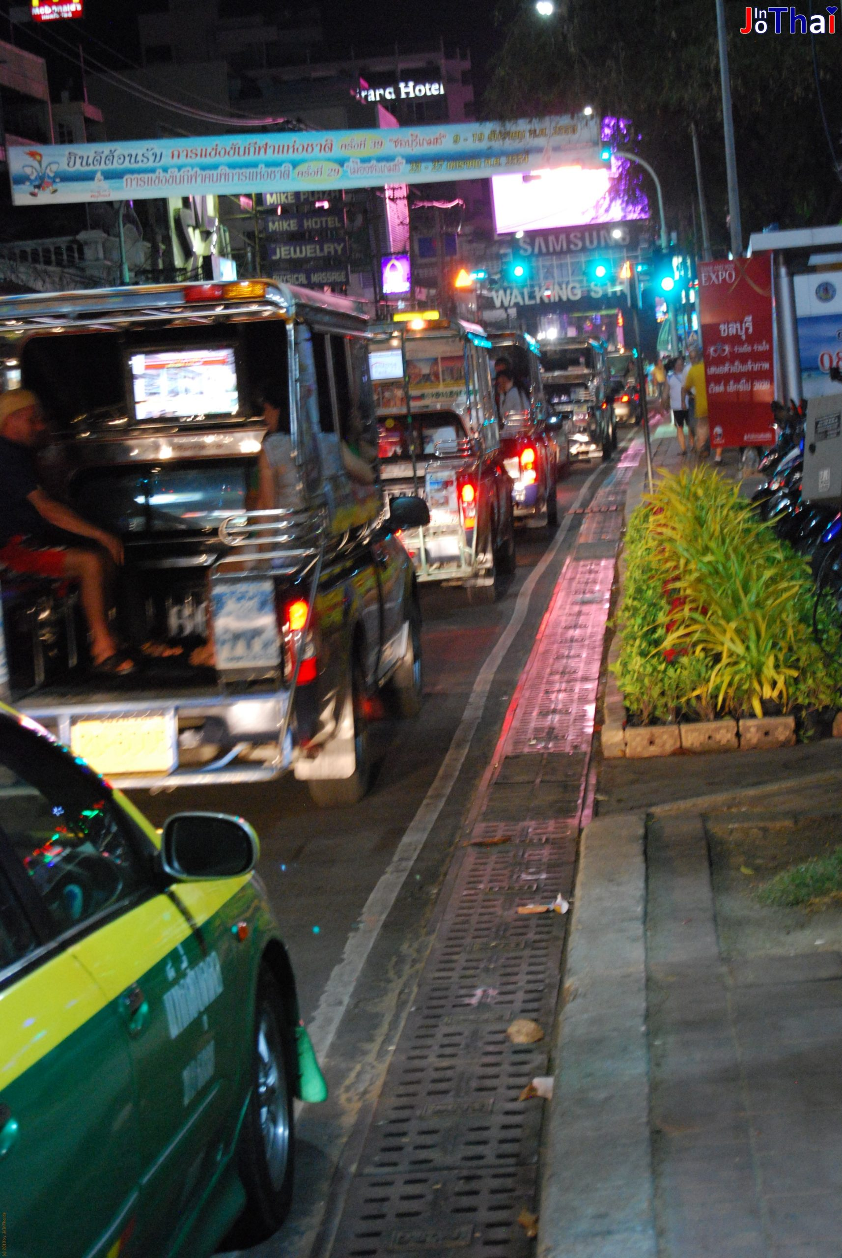 Baht Busse - Beach Road - Pattaya - Thailand