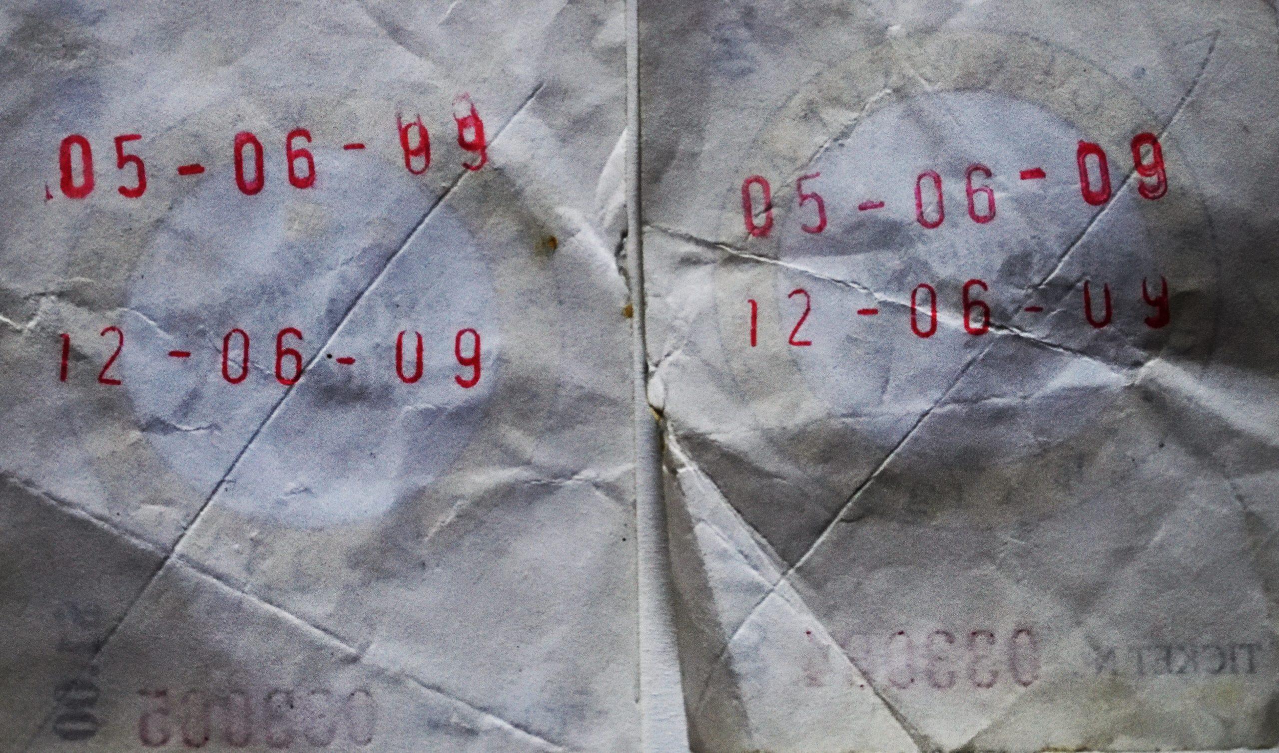 Die Rückseite der Lose mit dem Datum der Ziehung