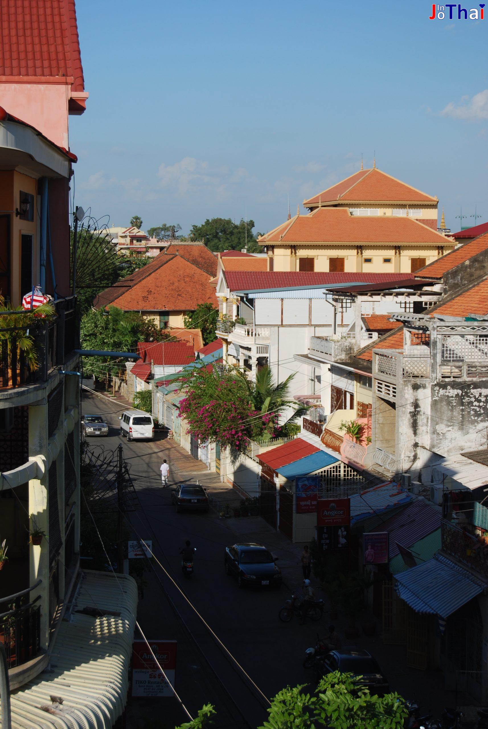 """Blick von meiner Terrasse im Walkabout Hotel in Richtung des """"Heart of Darknes"""", Phnom Penh - Cambodia"""